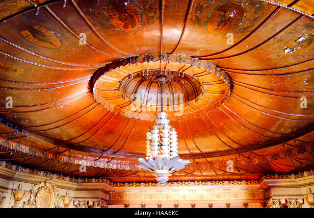 chandelier art stockfotos chandelier art bilder alamy. Black Bedroom Furniture Sets. Home Design Ideas