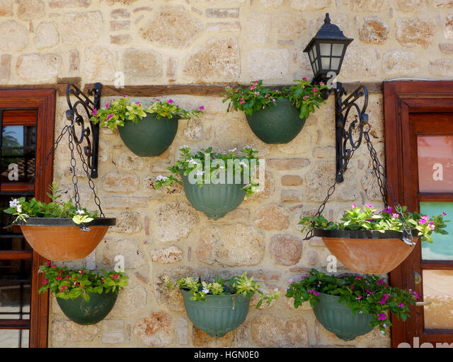 wall pot stone stockfotos wall pot stone bilder alamy. Black Bedroom Furniture Sets. Home Design Ideas