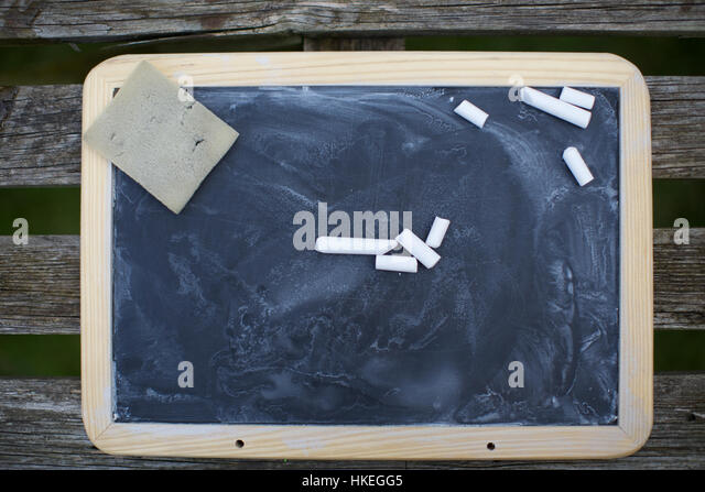 Schultafel mit kreide und schwamm  Blackboard Sponge And Chalk Stockfotos & Blackboard Sponge And ...