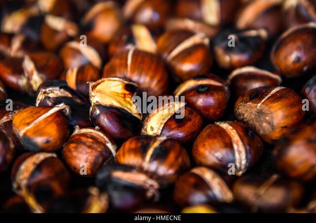 roasting chestnuts stockfotos roasting chestnuts bilder alamy. Black Bedroom Furniture Sets. Home Design Ideas