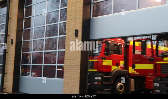 Halb geöffnete tür  Fire Engine Uk Station Stockfotos & Fire Engine Uk Station Bilder ...