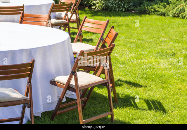 round table covered white cloth stockfotos & round table covered, Esszimmer dekoo