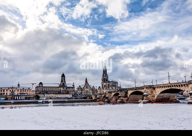dresden frauenkirche winter stockfotos dresden frauenkirche winter bilder alamy. Black Bedroom Furniture Sets. Home Design Ideas