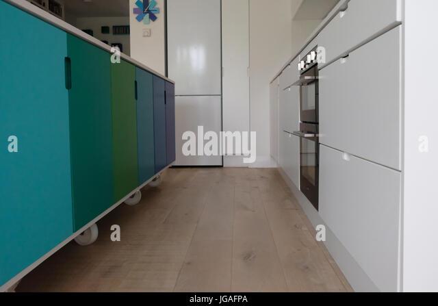 Bewegliche Küche Insel Auf Rollen Stockbild
