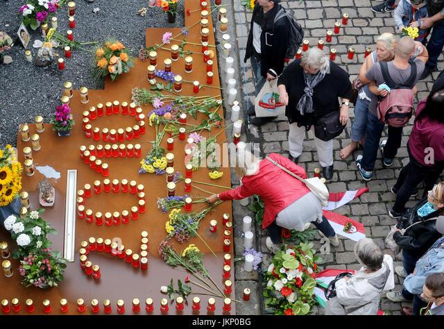 Loveparade stockfotos loveparade bilder alamy for Luftballons duisburg