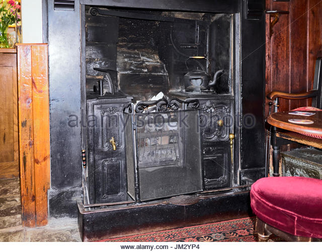 old cast iron stove in stockfotos old cast iron stove in bilder alamy. Black Bedroom Furniture Sets. Home Design Ideas