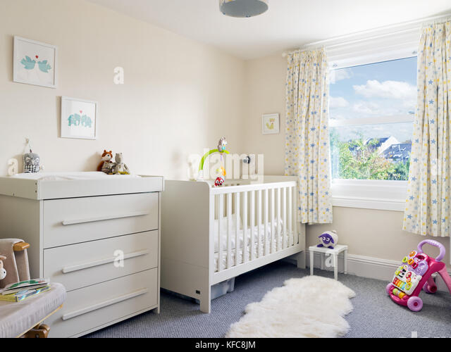 changing table baby stockfotos changing table baby bilder alamy. Black Bedroom Furniture Sets. Home Design Ideas