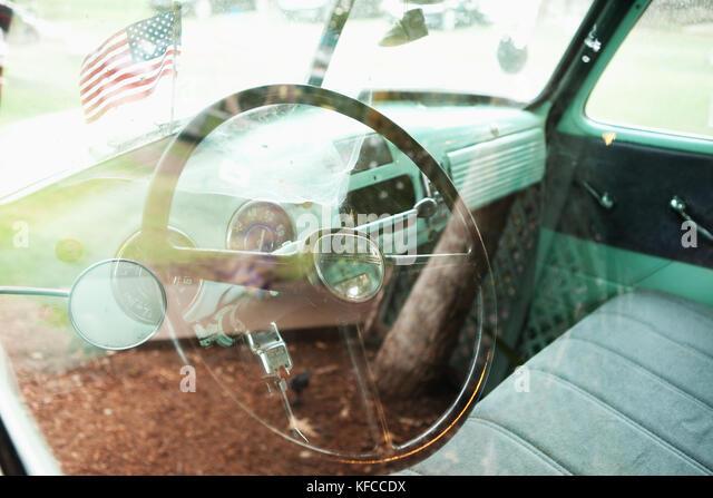 chevy steering wheel stockfotos chevy steering wheel. Black Bedroom Furniture Sets. Home Design Ideas