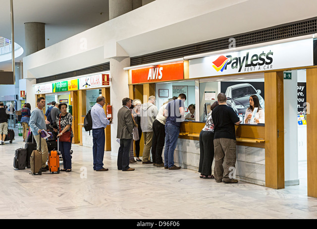 Airport car rental desk im genes de stock airport car for Oficinas hertz madrid