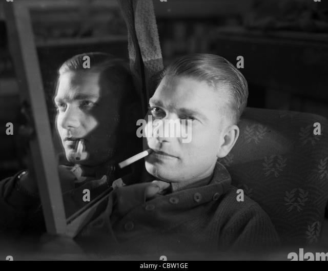 England 1940s photos england 1940s images alamy for Miroir noir film